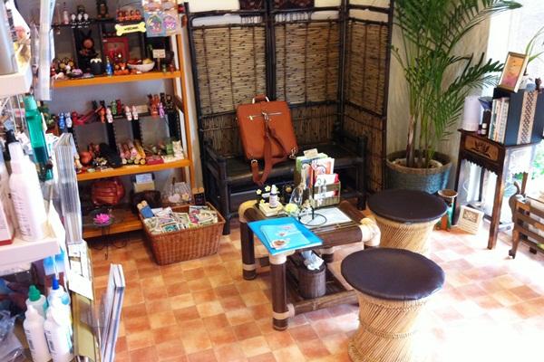 フェアリーペットクリニックの待合室はアロマの香りのリラックス空間です。